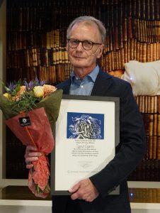 Ingemar Engström belönades med en bukett och ett diplom
